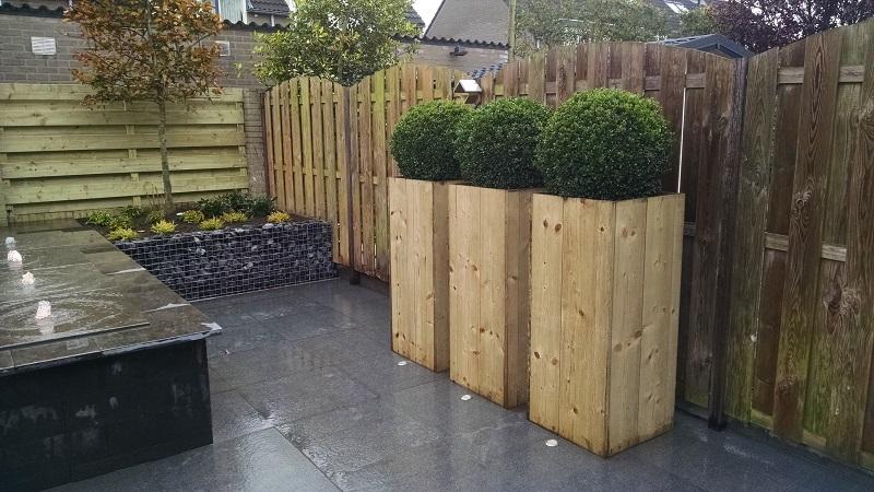 Renovatie tuin Etten Leur, Houten overkapping, Schanskorven ...