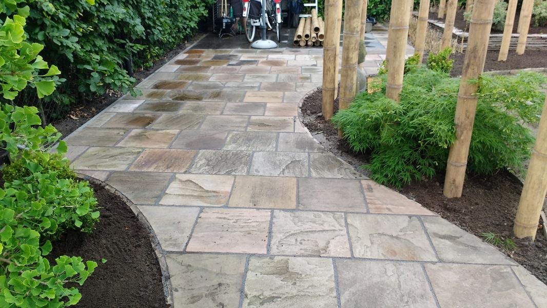 Tegels Leggen Tuin : Tuin met tegels keramische tegels leggen in de tuin manieren tips