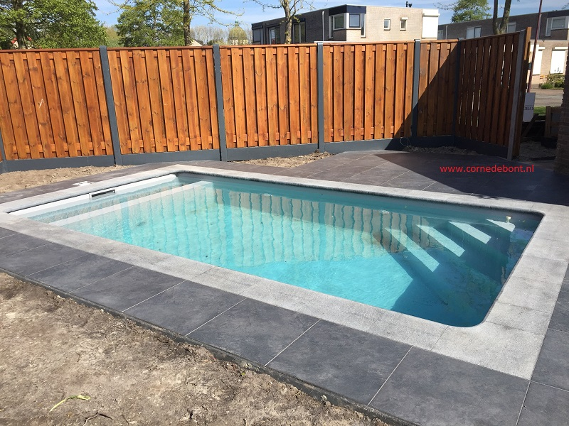 V aanleg bouwkundig zwembad in oudenbosch met roldeck en for Zwembad tegels